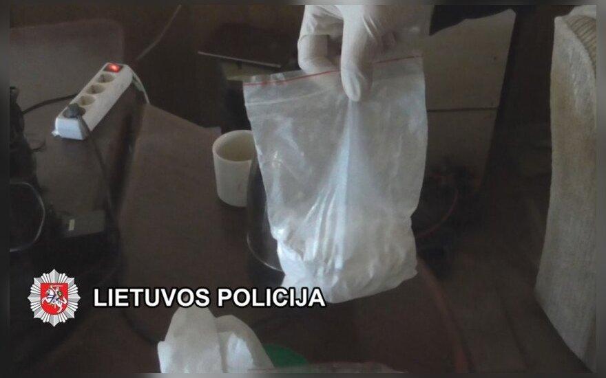 В Вильнюсе задержан подозреваемый в хранении наркотиков полицейский