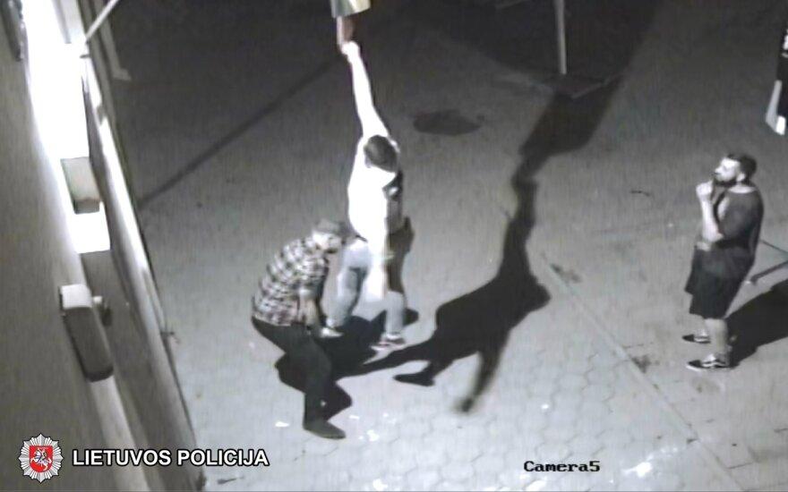 Полиция просит о помощи: неизвестные надругались над государственным флагом