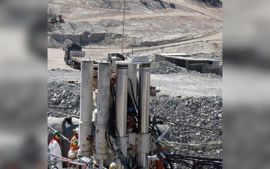 Чили: замурованным шахтерам разрешили курить