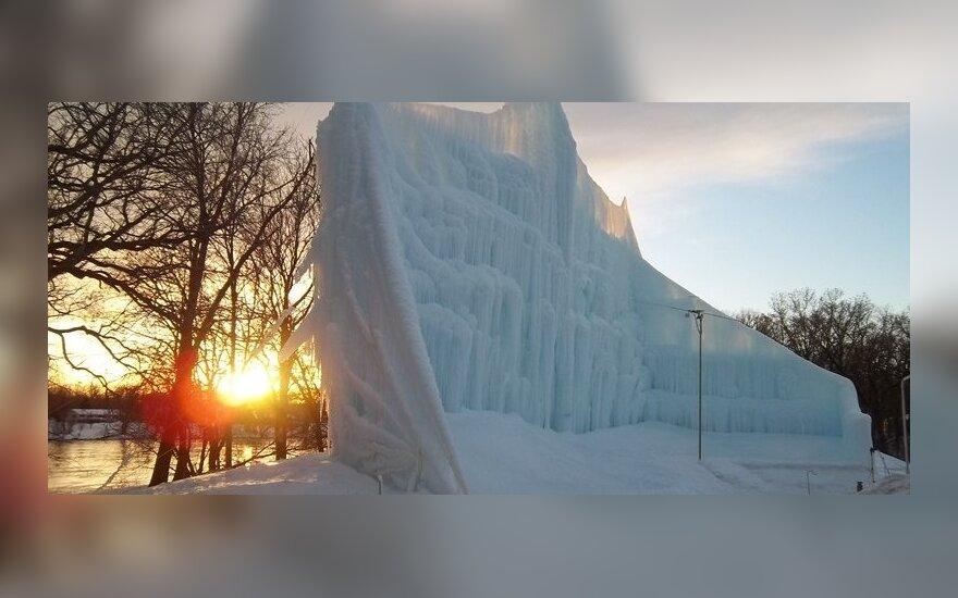 Житель США строит ледовые замки