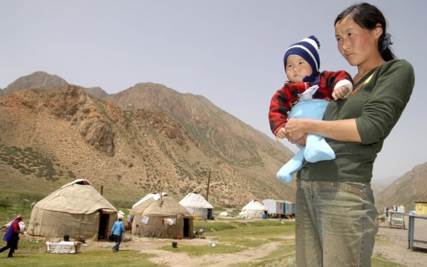 Kirgizė su vaiku
