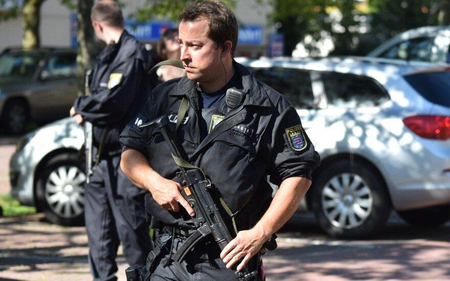 Забаррикадировавшегося в кафе на западе Германии мужчину госпитализировали