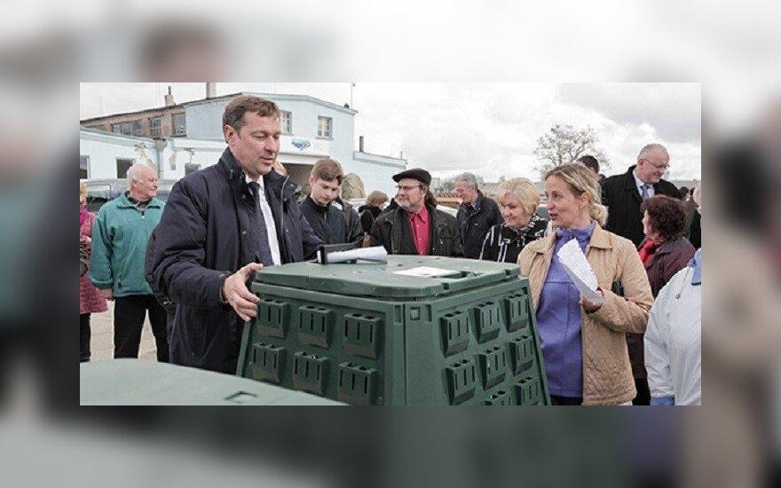 Pirmosios kompostavimo dėžės išdalintos Salininkų gyventojams