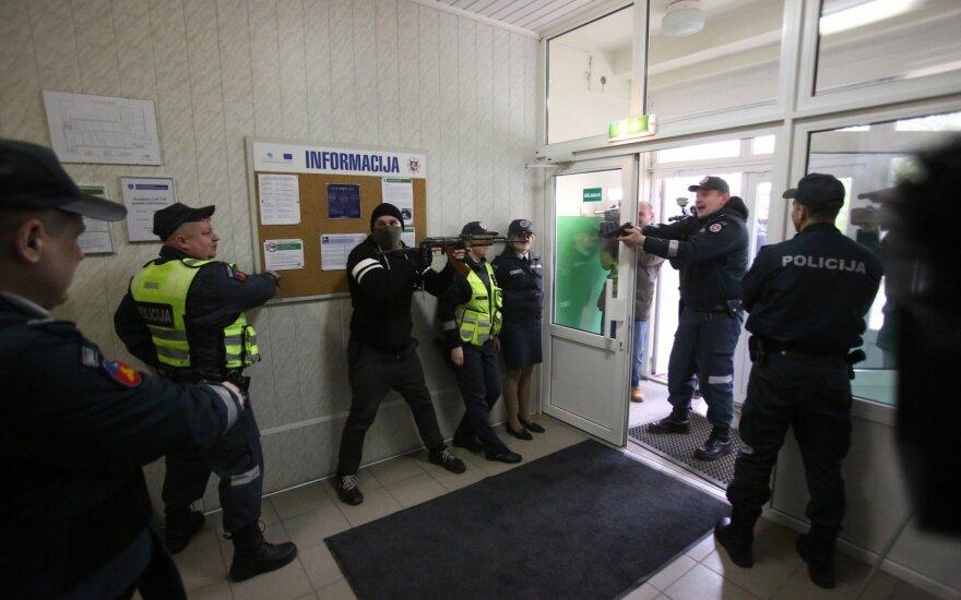 Во время учений литовские служащие допускали ошибку за ошибкой