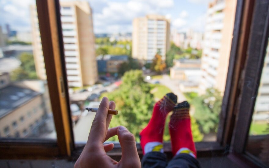 В Сейме Литвы определяют новые места, где курение будет запрещено – теперь уже не только на балконах