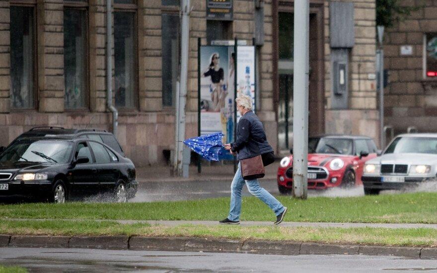 Погода: тепло и дожди из Литвы пока не уйдут