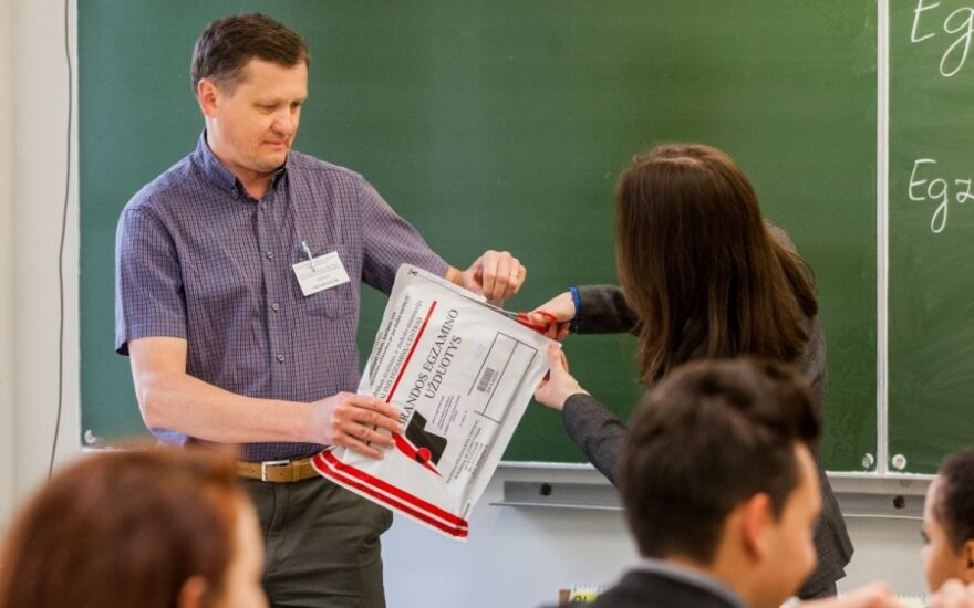 Абитуриенты сдают экзамен по литовскому языку и литературе