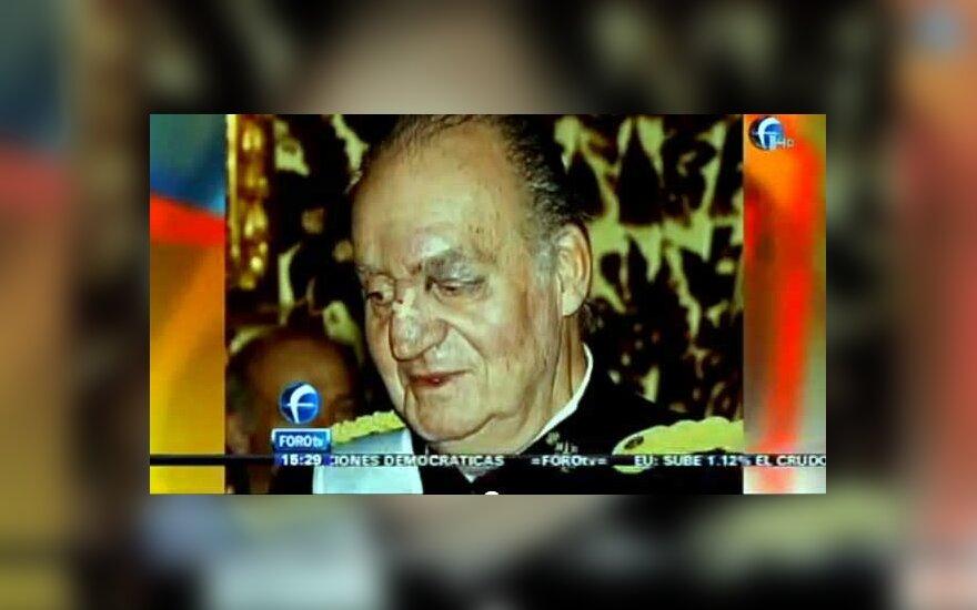 Ispanijos karalius Juanas Carlosas sumušta akimi