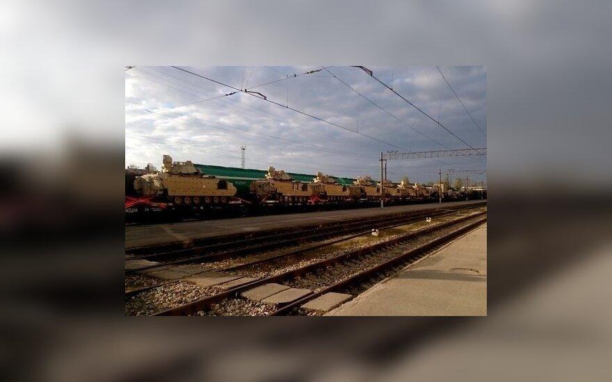 В Елгаве и центре Риги замечены составы с танками и военной техникой