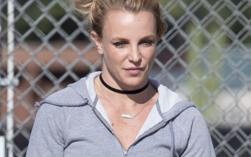 Бритни Спирс обвинила продюсера в том, что тот подсадил ее на наркотики