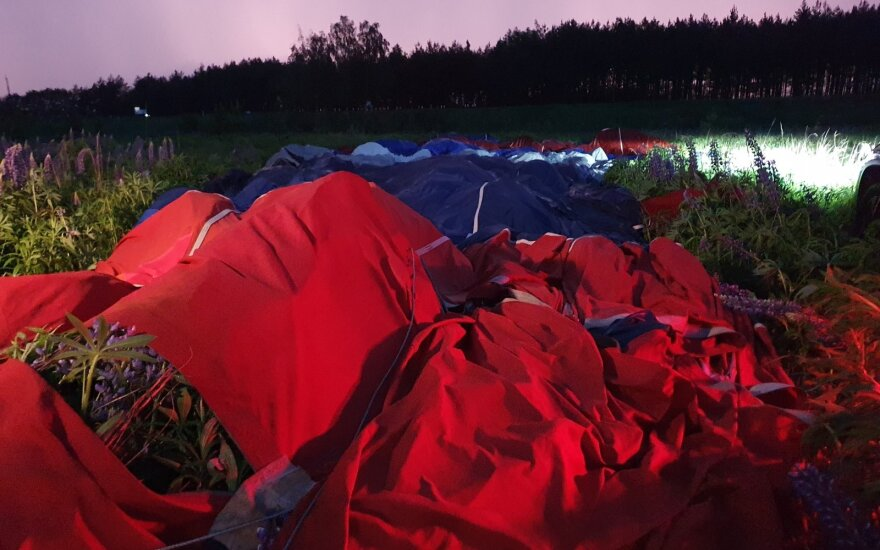 На окраине Вильнюса во время посадки воздушного шара пострадала женщина