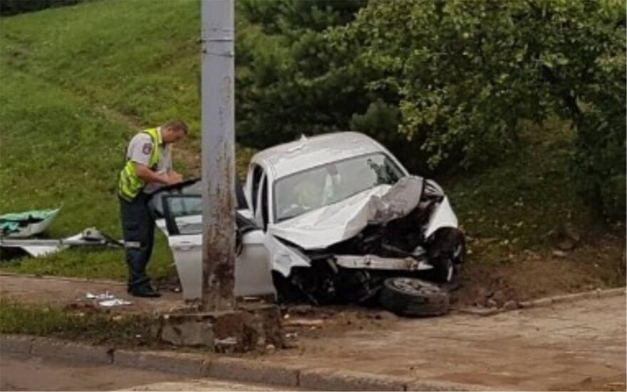 В Вильнюсе в ДТП попал автомобиль BMW, есть пострадавшие