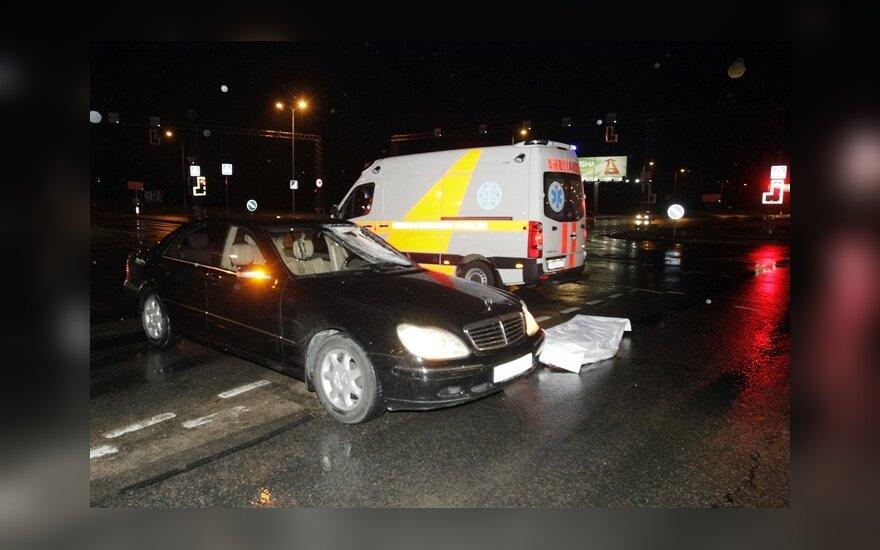 В Вильнюсе Mercedes Benz S500 насмерть сбил человека