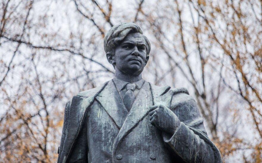 Мэру Вильнюса предложили убрать памятник советскому писателю Цвирке