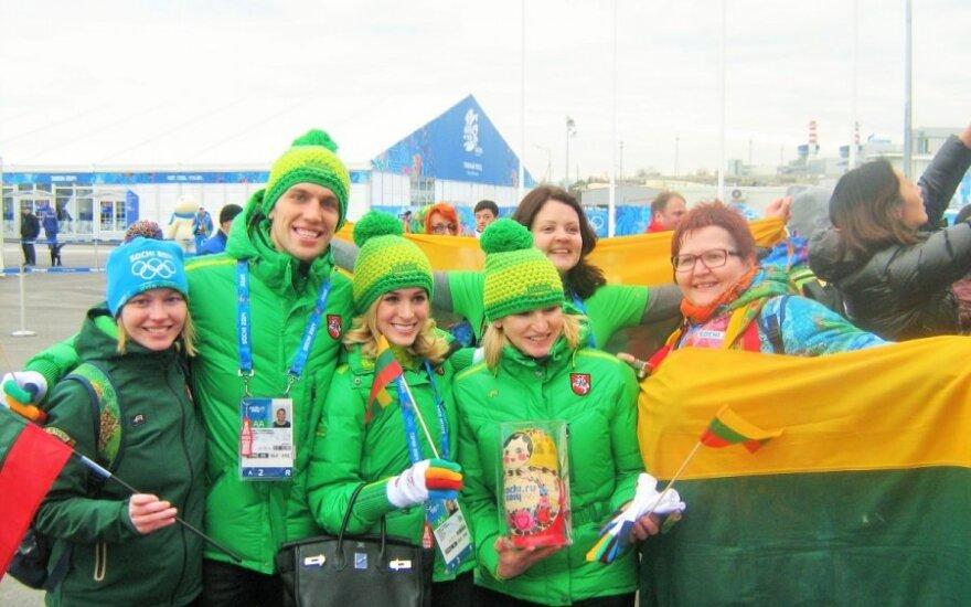 Lietuvos olimpinė delegacija su savanorėmis
