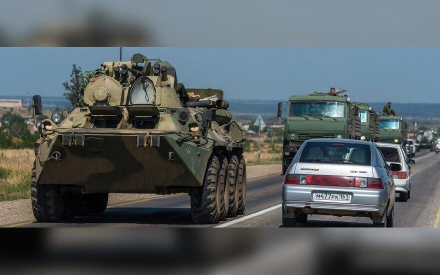 СНБО: Россия везет технику и обстреливает территорию Украины