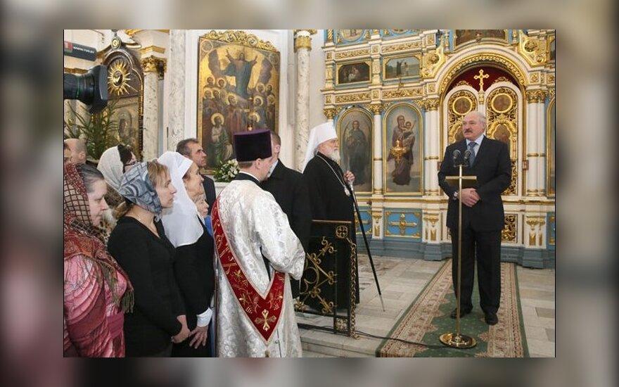 """Лукашенко попросил белорусок рожать """"минимум три-четыре ребенка"""""""