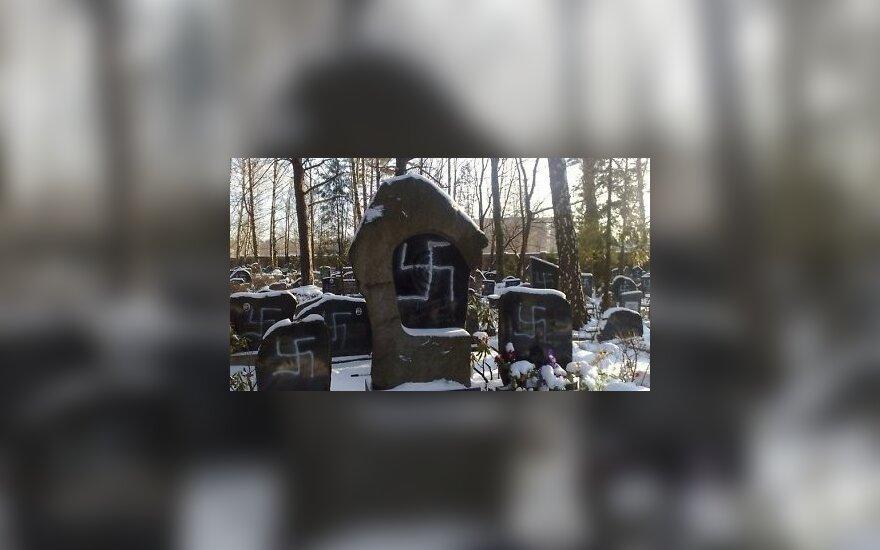 В Риге осквернено еврейское кладбище