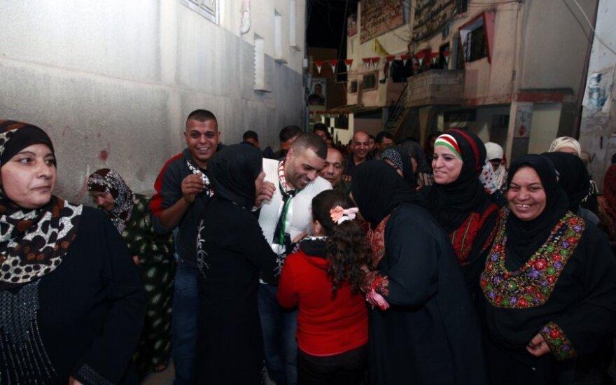 Izraelis paleido dar 26 paleistiniečius kalinius