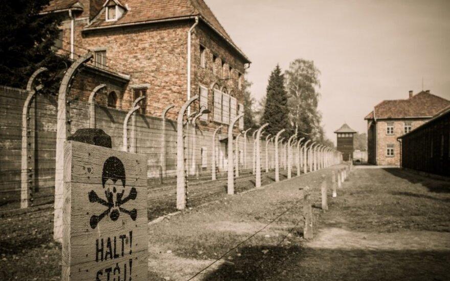 Бывшего врача из Освенцима будут судить за соучастие в убийстве тысяч человек