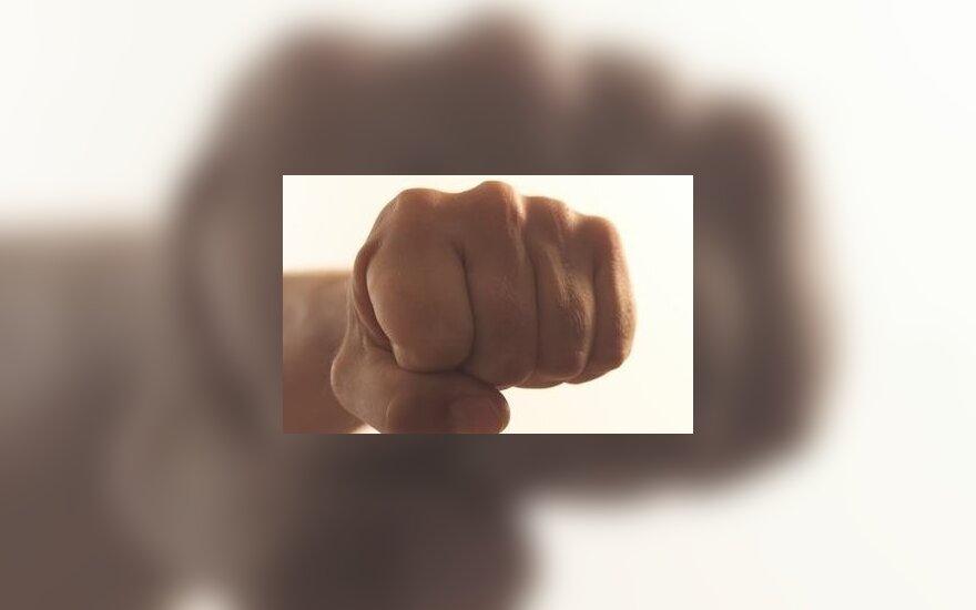 В Тельшяй во время урока ученик ударил учителя кулаком в лицо