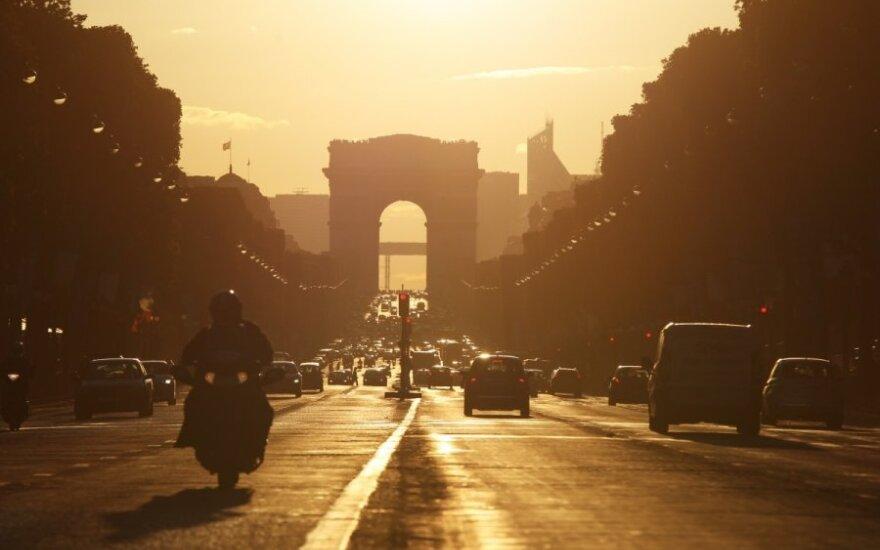 Włoch staranował samochodem Pałac Elizejski na znak protestu