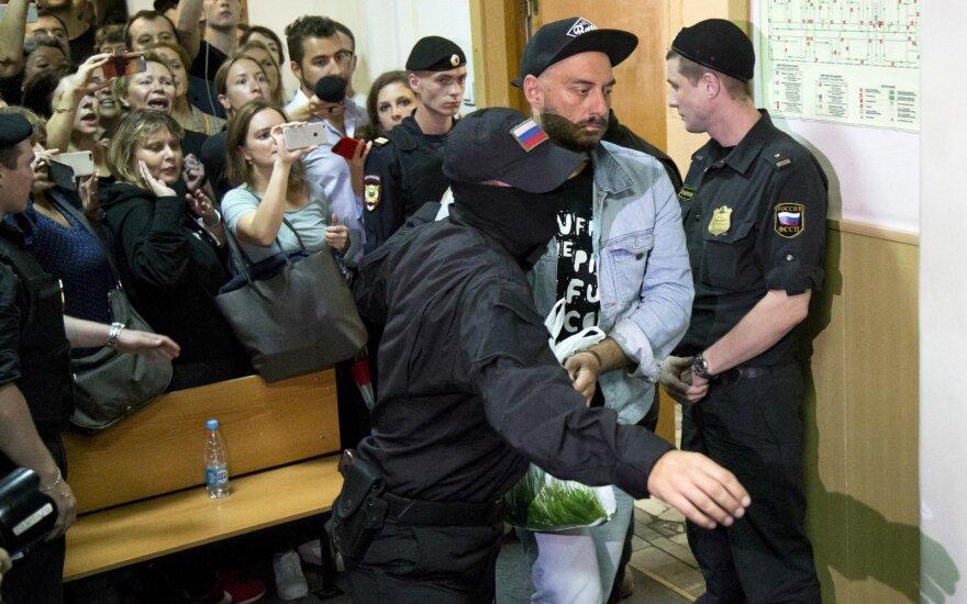 Режиссера Кирилла Серебренникова отправили под домашний арест