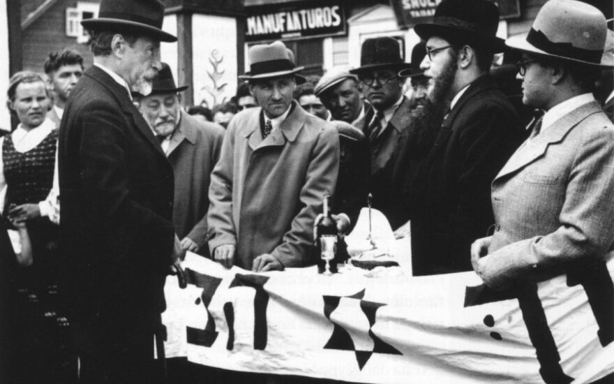 A. Smetona su žydais,Lietuvos valstybes istorijos archyvo nuotr.