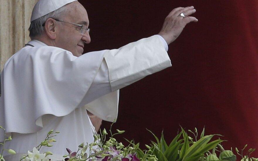 Президент Литвы отправляется в Ватикан на встречу с папой
