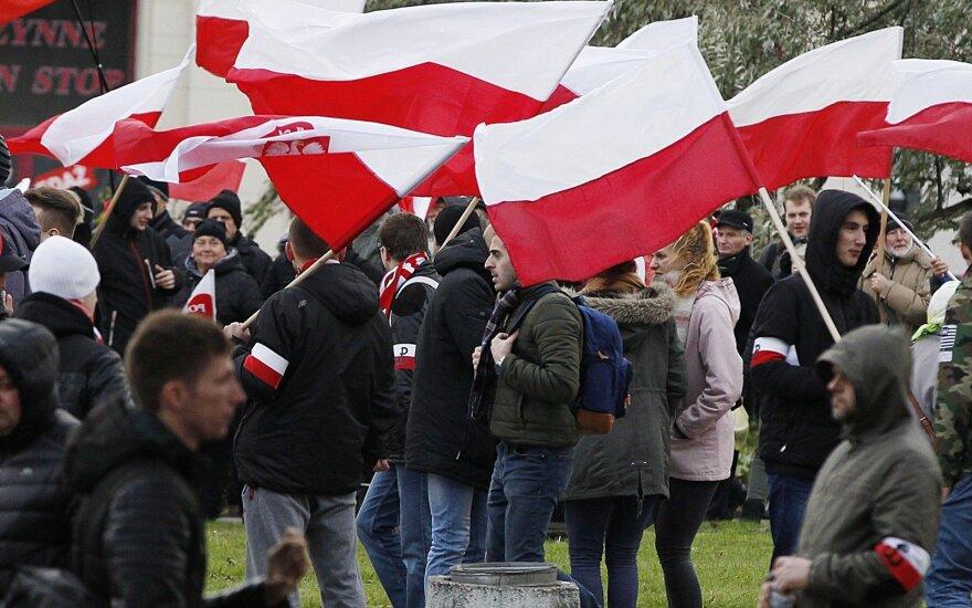 Варшава: марш в честь 100-летия независимости Польши был омрачен участием ультраправых