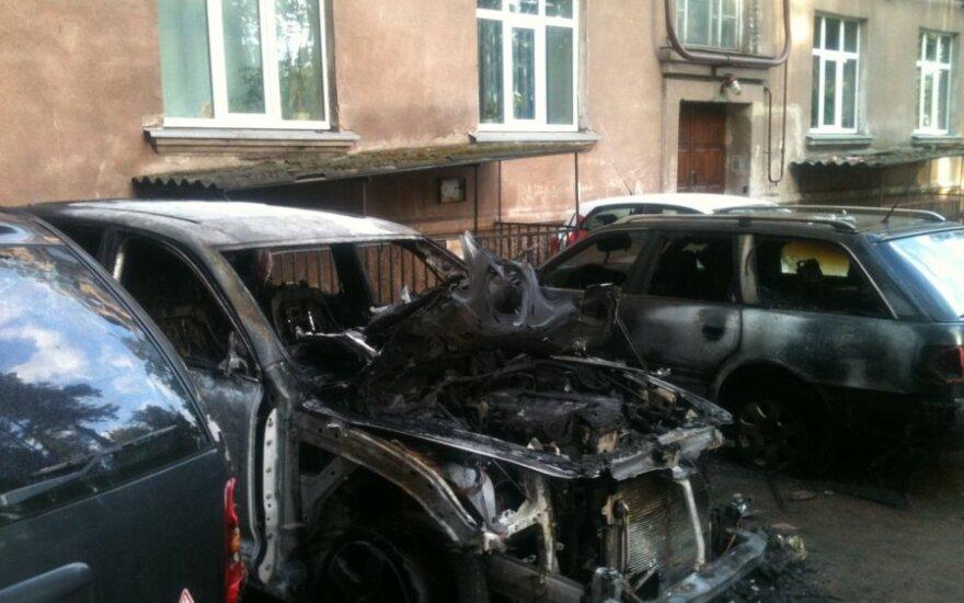 В Клайпеде ночью сгорели 5 автомобилей