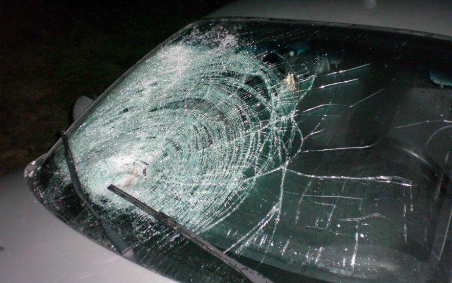 В Вильнюсе пьяный дорожный патрульный бил автомобили