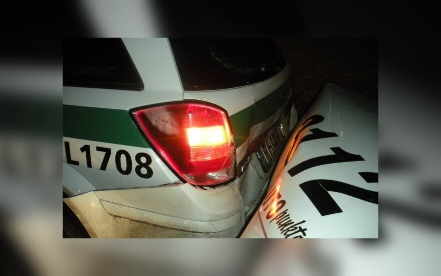 Пьяный таксист врезался в полицейскую машину, а она – в BMW, пострадала пассажирка