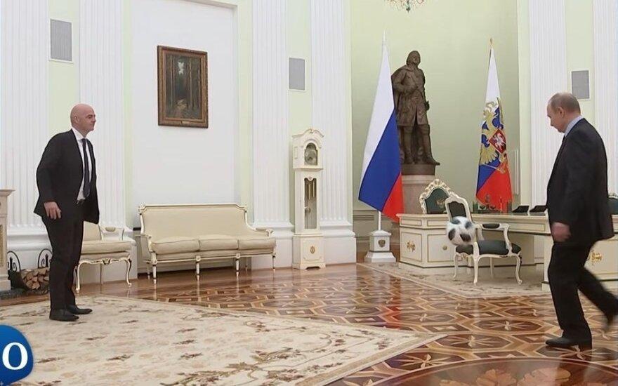 ВИДЕО: Владимир Путин жонглирует мячом в рекламе ФИФА