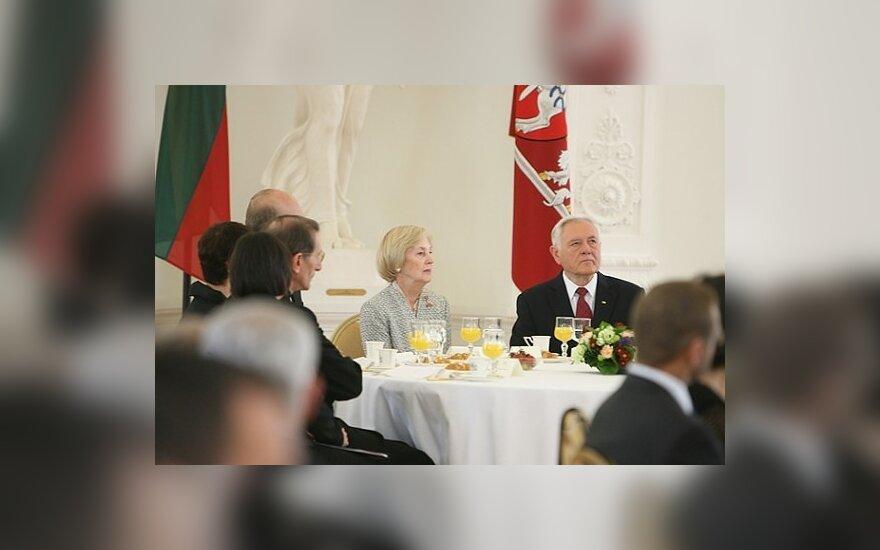 Alma Adamkienė ir Valdas Adamkus
