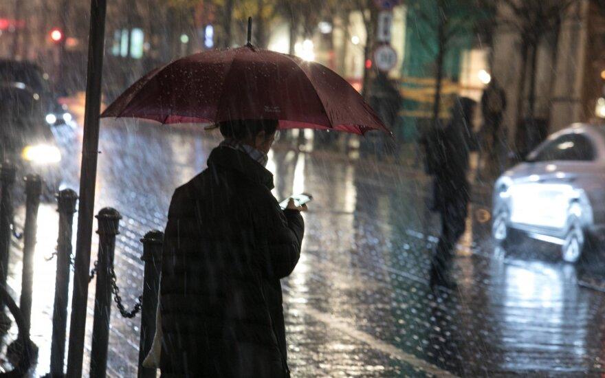 Тепло пока не уйдет, но дожди пройдут по всей Литве