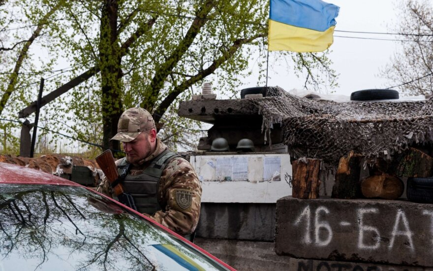 ФОТО: Зеленский побывал на передовой украинской армии в Донбассе