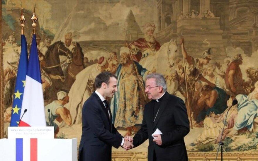 """""""Сексуальные домогательства"""": в Париже расследуют жалобу на """"посла"""" Ватикана"""
