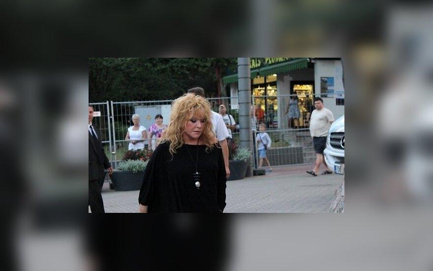 Пугачева отказалась от выступлений из-за болезни