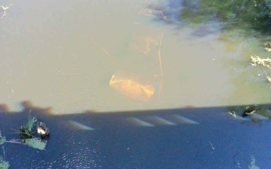 В Шилутском районе утонул в канале автомобиль BMW