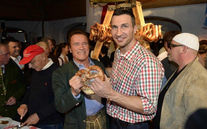 Vladimiras Kličko, Arnoldas Schwarzeneggeris (kairėje)