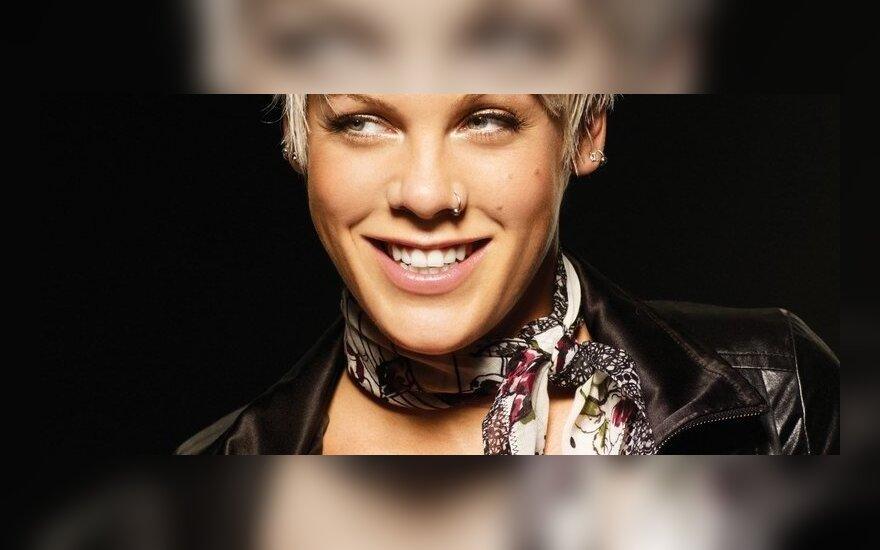 Pink fot. Sony BMG