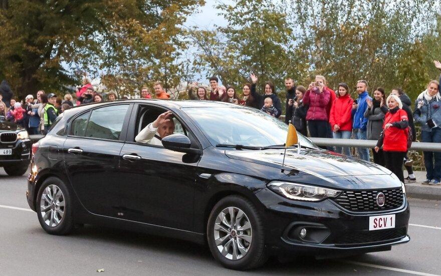 """Popiežius Pranciškus per Baltijos šalis keliavo su """"Fiat Tipo"""""""