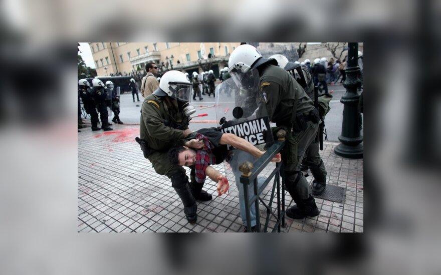 Греки отметили годовщину гибели подростка беспорядками