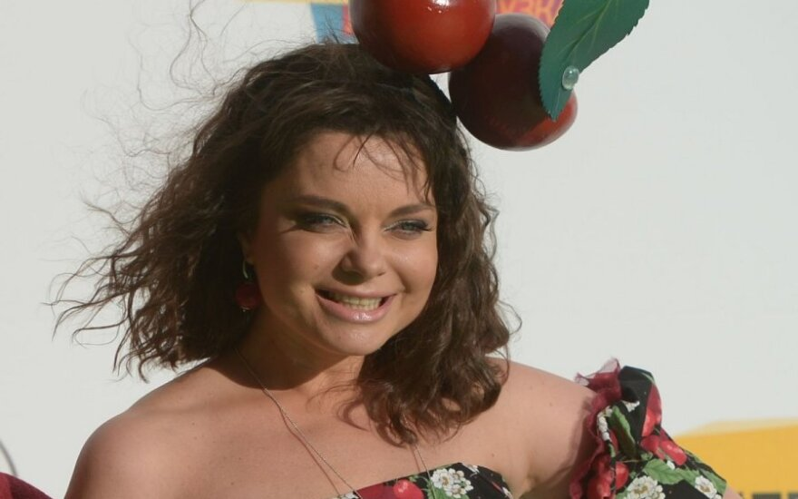 Певица Наташа Королева показала живот