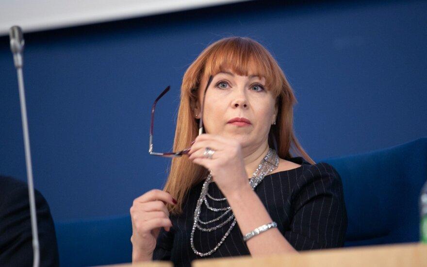 Покидающая кресло министра Петраускене призывает продолжать реформы