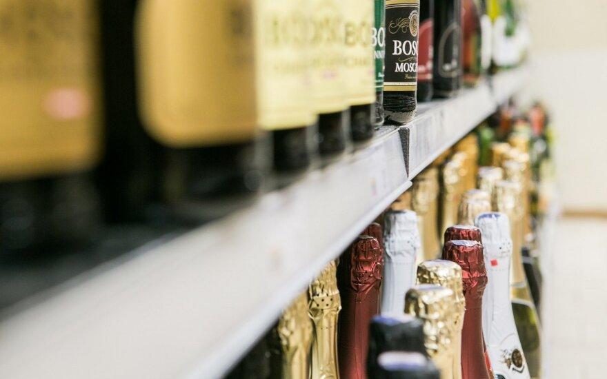 Торговцы разочарованы решением отменить проверку документов при продаже алкоголя