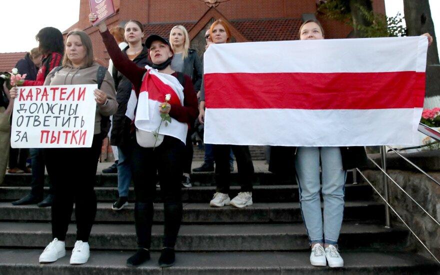 В Минске неопознанные силовики жестко разогнали участниц женского марша