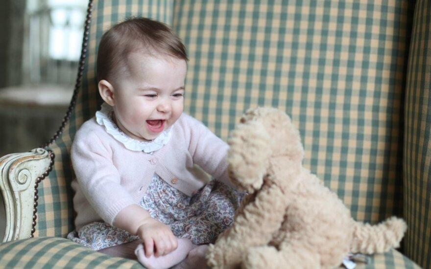 Принц Уильям и Кэйт Миддлтон опубликовали новые фото принцессы Шарлотты