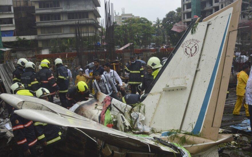 В Мумбаи потерпел крушение чартерный самолет: есть погибшие